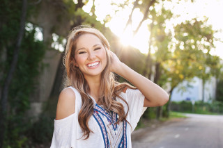 Modern senior photography of Hannah by Joie Photographie
